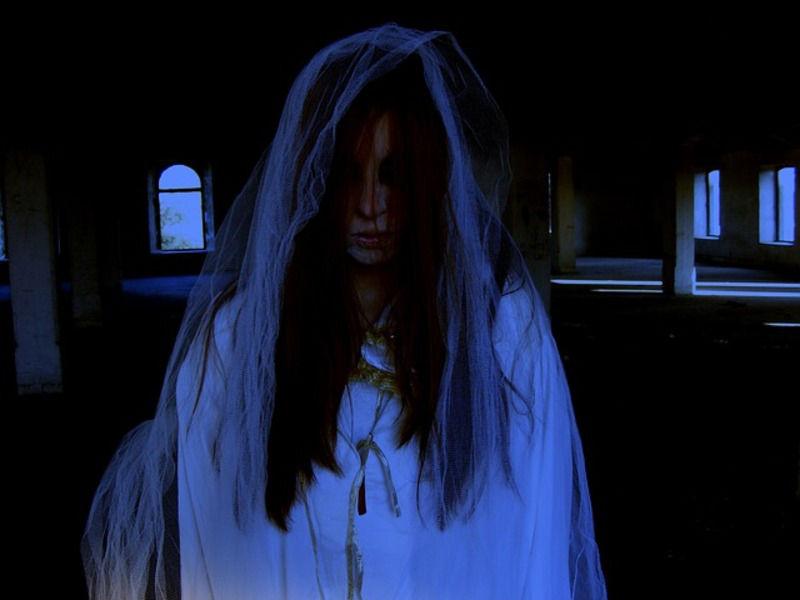 【地縛霊と浮遊霊は違う?】地縛霊の危険性や対処法とは