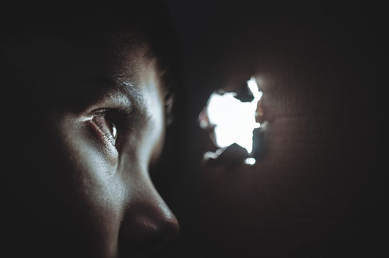 鏡に霊は写りやすい?合わせ鏡って危険?霊能師の姉が詳しく解説